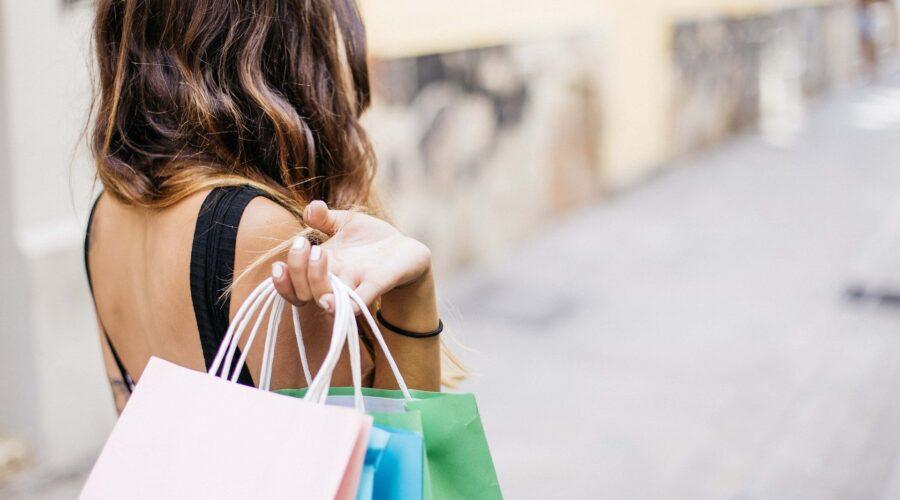 Kvinde og shopping