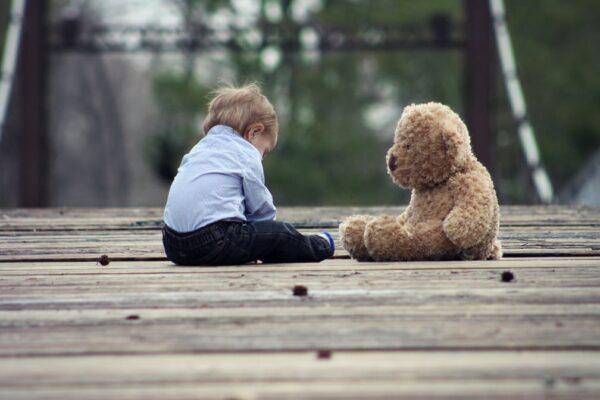 Barn med bjørn