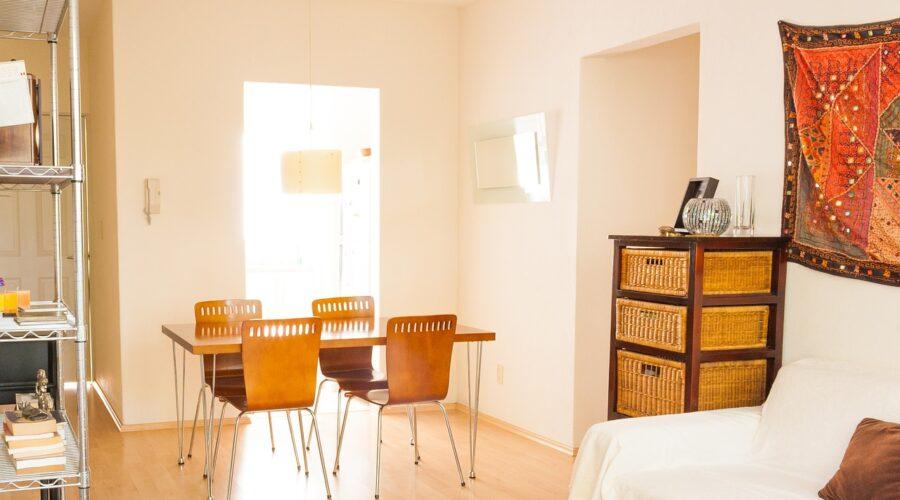 Spisebord med spisestole